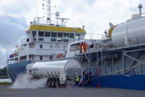 Bunkrowanie LNG w porcie w Antwerpii.