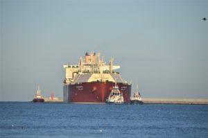 45. statek z LNG wpływa do Świnoujścia