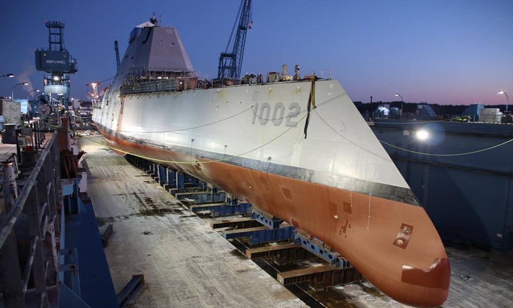 US Navy: trzeci niszczyciel typu Zumwalt zwodowany na rzece Kennebec