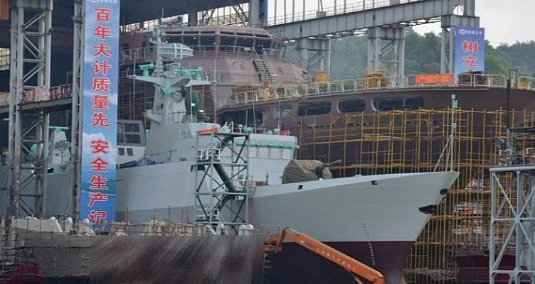 Chiny: Zastraszające tempo budowy nowych okrętów przez stocznię Jiangnan